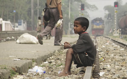 a3-1280px-Street_Child%2c_Srimangal_Railway_Station.jpg